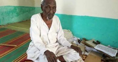 """كتب عشرات المصاحف ونال مرتبة """"القوني"""" في دارفور.. وفاة المعمر السوداني بشارة المسيري"""