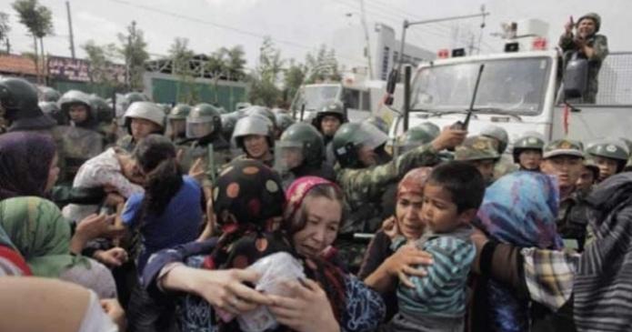 أوبزيرفر: لماذا صمتت الدول العربية والإسلامية على قمع الصين لمسلمي الإيغور؟