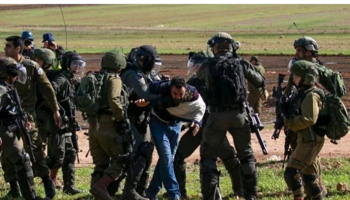 تقرير: إسرائيل اعتقلت 400 فلسطيني بينهم 52 طفلا و21 امرأة الشهر الماضي