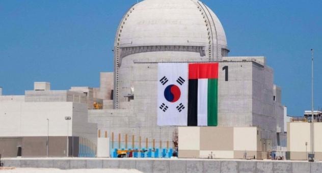بعد تأجيلين وتحذيرات.. الإمارات تشغّل أول مفاعلاتها النووية